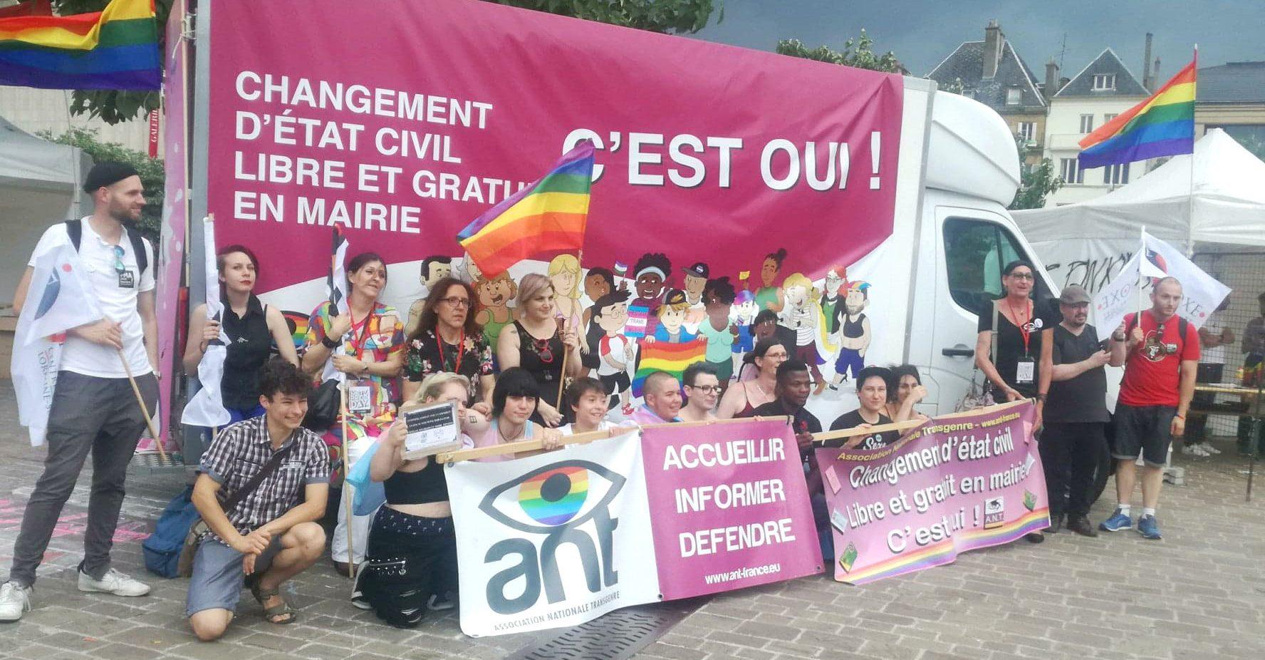 Photo de l'ANT à la marche de fiertés de Metz